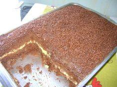 Ingredientes da massa :  4 Ovos grandes  2 Xícaras (chá) de açúcar  4 Colheres (sopa) de margarina  1 Xícara (chá) de leite  3 Xícaras (chá)... I Love Food, Good Food, Yummy Food, Cupcakes, Cupcake Cakes, Churros, Confort Food, Cheesecake, Icebox Cake
