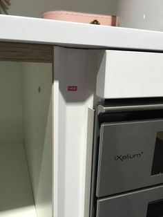 Simple ALNO vertical handleless profile detail