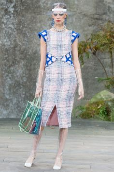 See the complete Chanel Spring 2018 Ready-to-Wear  collection.