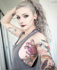 How much does a armpit tattoo hurt? We have armpit tattoo ideas, designs, pain placement, and we have costs and prices of the tattoo. Girly Tattoos, Sexy Tattoos, Body Art Tattoos, Tatoos, Colorful Tattoos, Tattoo Girls, Armpit Tattoo, Tattoo Ink, Tattoo Models