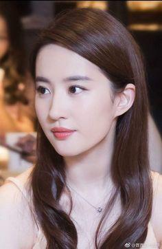 Very Hot Whatsapp Status Video Girl Boy Beautiful Girl Image, Beautiful Asian Girls, Attractive Girls, China Girl, Cute Girl Face, Girls Gallery, Ulzzang Girl, Pretty Face, Girl Pictures