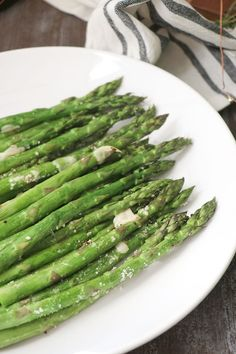 Parmesan Roasted Asparagus - Casa de Crews