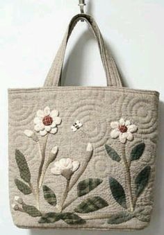 I like the quilting swirles Japanese Patchwork, Japanese Bag, Patchwork Bags, Quilted Bag, Quilted Handbags, Embroidered Bag, Bag Patterns To Sew, Denim Bag, Fabric Bags