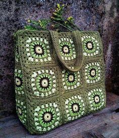 Uncinetto d'oro: Bellissima borsa a motivi! Crochet Market Bag, Crochet Tote, Crochet Handbags, Crochet Purses, Crochet Slippers, Crochet Gifts, Knit Crochet, Crochet World, Crochet Symbols