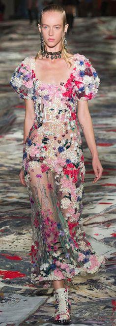 Alexander McQueen Spring-Summer 2017 Ready-to-Wear Runway Collection   Lovika