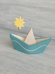 I hand-modeled these boats on the style of the boats in paper, I decorated them, engraved and cooked at about 970 ° for more than 10 hours. I added a pretty sun on a copper wire because this boat for me is like a poem, a thought, a dedication for someone special. They have an