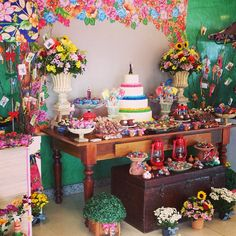 Mesa Junina ! Acessórios lindos de @festalito e mobília de zelito! ❤❤❤ obrigada pelo carinho e atenção de sempre!  Viva São joão Vivaaaa!  A @mbfestas criou uma mesa linda representando o nosso  São João! E tudo ficou bem caracteristico! #vivasaojoao #festajunina #festejaremaju #wsfestejaremaju #jufrancozo #santo #barracajunina #festainfantil #aniversarioinfantil #decoracao #partykid #party #guloseimas #flores #cake #Padgram