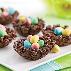 Crispy chocolate nests and puffed rice - Caty& recipes - Crispy chocolate and puffed rice nests – Recipes – Cooking and nutrition – Pratico Pratique - Chocolate Nests, Nester, Cookie Recipes, Dessert Recipes, Rice Recipes, Desserts Ostern, Puffed Rice, Easter Treats, Food Cakes
