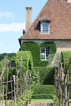 French country cottage from Janelle McCulloch's Library of Design: Gardens Great and Small