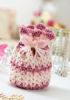 FREE PATTERN! Pretty crochet drawstring bag