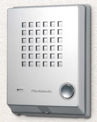 Panasonic deurintercom. Metalic look, volledig geïntegreerd in telefooninstallatie en uit te breiden met een elektrische deuropener die vanaf ieder toestel te bedienen is. Prijs € 69,00 (excl. btw)