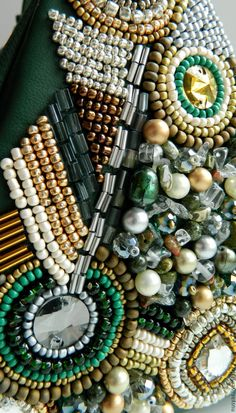 Bead Embroidery Tutorial, Simple Embroidery, Beaded Embroidery, Hand Embroidery, Embroidery Designs, Handmade Handbags, Handmade Jewelry, Beaded Bags, Beaded Bracelets