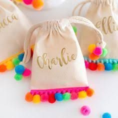 A collection of the best Creative Goodie Bag Ideas for Kids Birthday Parties including a flamingo bag, pom pom goodie bag, & shark and mermaid treat bags! Pom Poms, Llama Birthday, Party Favor Bags, Favor Boxes, Favor Favor, Favours, Kids Bags, Goodie Bags For Kids, Kids Party Bags