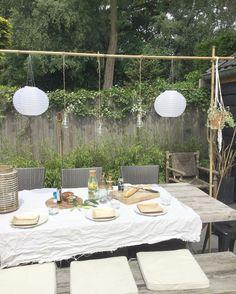 Late lunch omdat ik mijn eigen versie van de tafelklem af wilde hebben. Gewoon met bamboestokken en buisklemmetjes twee schroeven en touw. Fijne dag . Wij gaan zo hopelijk naar een zonnige aaltjesdag. @hoevenma je wordt nu niet meer aangevallen #budgettip Outdoor Rooms, Outdoor Dining, Outdoor Tables, Outdoor Decor, Outside Room, Outside Patio, Garden Table, Backyard Projects, Garden Styles