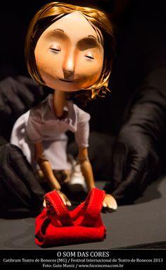 Semana Internacional de Teatro de Animação - O Som das Cores, na Caixa Cultural SP - Cia. Catibrum/MG, dias 20 e 21 de setembro, 15h, Livre, 60 min, grátis. Livremente baseado no livro homônimo do taiwanês Jimmy Liao e em poemas do tcheco Rainer Maria Rilke, a Catibrum conta a história de Lúcia, uma adolescente que, aos 15 anos, perde a visão