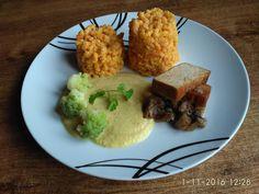 Vežičky z mrkvových halušiek, cuketová tandori omáčka so zázvorom a k tomu údené tofu na šampiňónovom lôžku.