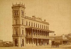 The City Family Hotel at 41 High St,Sandhurst,Victoria in Sandhurst was the initial name for Bendigo. Melbourne Victoria, Victoria Australia, Australian Architecture, Ancient Architecture, Old Pictures, Old Photos, Australian Continent, Interesting Buildings, Largest Countries