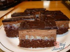 Fantastické kokosové řezy s čokoládovým krémem | NejRecept.cz Slovak Recipes, Czech Recipes, Big Cakes, Sweet Cakes, Baking Recipes, Cake Recipes, Canned Meat, Cake Bars, Healthy Diet Recipes