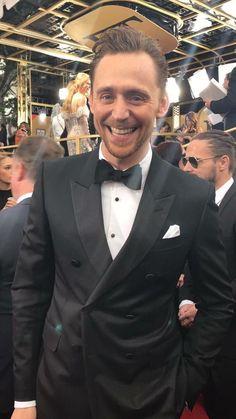 Tom Hiddleston at Golden Globes 2017. Via Twitter