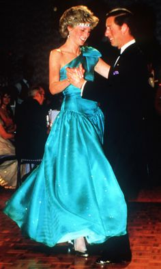 Princess Lady Di dancing with Prince Charles. Prince And Princess, Princess Of Wales, Lavender Gown, Princess Diana Fashion, Elisabeth Ii, Before Wedding, Lady Diana Spencer, Mode Vintage, Belle Photo