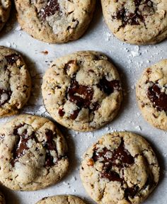 These derby pie cookies are loaded with dark chocolate chunks, toasted pecans, and bourbon. Make these easy to share, make ahead, Kentucky-inspired treats for derby day! Holiday Desserts, No Bake Desserts, Derby Pie, Pie Flavors, Cake Packaging, Summer Cookies, Chewy Chocolate Chip Cookies, Lemon Cookies, Cookie Pie