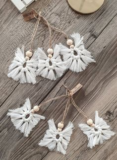 Macrame Wall Hanging Patterns, Macrame Art, Macrame Knots, Christmas Tree Ornaments, Christmas Crafts, Christmas Decorations, Xmas, Macramé Angel, Wooden Wreaths