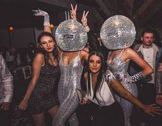 Disco Birthday Party, 70s Party, Disco Party Decorations, Disco Theme Parties, Ibiza, Roller Disco, Disco Fashion, Studio 54, Nouvel An