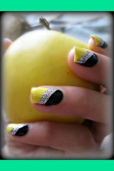 nails yellow and blue / nails yellow . nails yellow and black . nails yellow and gray . nails yellow and white . nails yellow and blue Fancy Nails, Trendy Nails, Love Nails, Sparkly Nails, Stylish Nails, Prom Nails, Glitter Nails, Color Nails, Gel Color