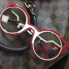 Olha o novo Fendi Paradeyes chegando gente! ♥ #reserveoseu #oticaswanny #fendiparadeyes #fendi #oculos #sunglasses #paradeyes #novo #lançamento #wanny #oticas #online #compreoseu