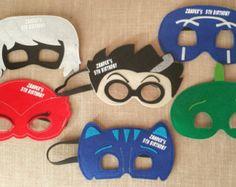 ¡Naves 1-2 días! Si personalizada - puede tomar 2-4 días de la nave, por favor hágamelo saber si usted los necesita antes!  Party packs por $2.00 por la máscara más envío de $5,95 - por favor enviarme un mensaje para un presupuesto o lista personalizada!  Por favor me dejan una nota de su elección de la máscara o el número de máscaras de chico/chica.  Revisa mis otros anuncios para juego capas de superhéroe!!!!  Por favor contactarme en SuperFlySprouts@gmail.com con cualquier pregunta o ...