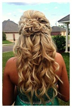 35 Gorgeous Prom Hairstyle for Long Hair - Hair Tutorials Prom Hair Updo, Homecoming Hairstyles, Wedding Hairstyles For Long Hair, Braided Hairstyles, Hair Do For Prom, Curly Prom Hairstyles, Pretty Hairstyles, Long Prom Hair, Hairdo For Long Hair