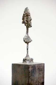 novembre 2015 - Aux Capucins / Landerneau, Giacometti considère le socle comme parti intégrante de l'œuvre. Le socle prend ainsi une importance similaire à celle de la figue, avec laquelle parfois il fusionne.