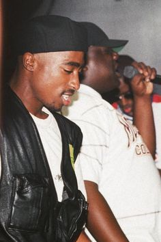 5c3b1123660 The Life-Changing Incident That Shattered Tupac and Biggie s Friendship