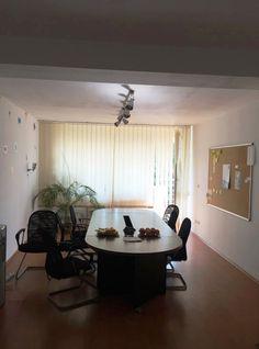 Calea Dorobantilor, inchiriere apartament 4 camere confort decomandat, situat intr-un imobil nou, constructie 2005, la etajul 4/5, nemobilat, bucatarie mobilata, suprafata 194mp, un living de 50mp.…