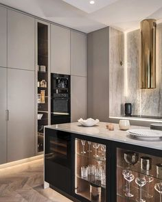 Classic living room and minimalist room decor are the trends of interior design now. Plants and modern lighting are also great decor. Kitchen Room Design, Luxury Kitchen Design, Home Decor Kitchen, Interior Design Kitchen, Kitchen Furniture, Home Kitchens, Decorating Kitchen, Küchen Design, Home Design