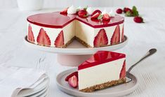 Cheesecake with vanilla and strawberry jelly recipe Easy Cheesecake Recipes, Cheesecake Bites, Dessert Recipes, Turtle Cheesecake, Strawberry Jelly Recipes, Strawberry Cheesecake, Lemon Cheesecake, Chocolate Cheesecake, Pumpkin Cheesecake