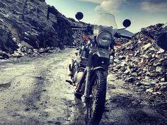 Royal Enfield Himalayan Debuts In Australia On November 25 Motorcycle Garage, Motorcycle Style, Himalayan Royal Enfield, Royal Enfield Accessories, Enfield Classic, Leh Ladakh, Sport Bikes, Sliders, Australia