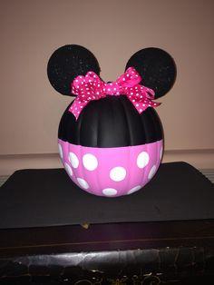 Minnie Mouse pumpkin Disney Halloween, Holidays Halloween, Halloween Crafts, Halloween Decorations, Halloween Ideas, Minnie Mouse Decorations, Halloween Painting, Halloween Fashion, Halloween Activities