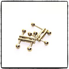 Ultra Nipple Clamps R These adjustable stainless steel nipple clamps screw down at the base of the nipple, fitting virtually any size or shape. The opposing screws are tightened, allowing the rods to take a firm grip. Base, Stainless Steel, Fresh