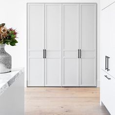 Art Deco Kitchen, Kitchen Room Design, Kitchen Interior, Beautiful Interior Design, Contemporary Interior, Interior Design Inspiration, Living Room Storage, Home Living Room, Mews House