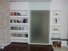 Celoskleněné dveře jako součást knihovny. Bookcase, Shelves, Design, Home Decor, Shelving, Decoration Home, Room Decor, Book Shelves