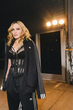 Inside the Alexander Wang spring 2017 show and party, where Madonna and daughter Lourdes Leon made a splashy appearance upstaging the Jenners. Madonna Fashion, Dance Fashion, Urban Apparel, Haute Couture Style, Athleisure, Divas, High Fashion, Fashion Beauty, Fashion Men