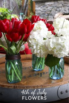 Easy and beautiful 4th of July flower arrangements inspired by fireworks.