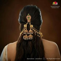Navrathan - is one of the India's foremost, Gold & Diamond jewellery store located in Bangalore, India since We have an exquisite collection of wedding jewellery. Indian Jewelry Earrings, Indian Jewelry Sets, Jewelry Design Earrings, Head Jewelry, Temple Jewellery, Jewelry Accessories, Antique Jewellery Designs, Indian Jewellery Design, South Indian Wedding Hairstyles