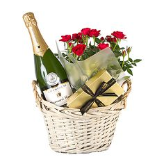 Champagne Gift Basket The Effective Pictures We Offer You About Gifts for mom A quality picture can tell you many Girl Gift Baskets, Gift Baskets For Men, Themed Gift Baskets, Wine Baskets, Raffle Baskets, Basket Gift, Champagne Gift Baskets, Boyfriend Gift Basket, Realtor Gifts