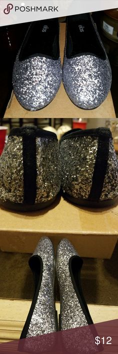 Ellos Glitter Flats Glitter Flats by Ellos 👡 Gunmetal and Silver!!!  Size 10. Estate Sale.  Great Condition 👍 Ellos Shoes Flats & Loafers