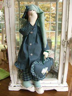 Softies, Plushies, Cartoon Caracters, Holiday Crochet Patterns, Waldorf Dolls, Soft Dolls, Diy Doll, Fabric Dolls, Doll Clothes