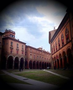 @PiazzaMinghetti: #TheGreatBeauty in #Italy is everywhere. Where do we start from...? #Bologna #PiazzaSantoStefano. #ITsMe