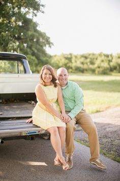 Reid's Orchard, Owensboro, KY. Vintage truck engagement pictures