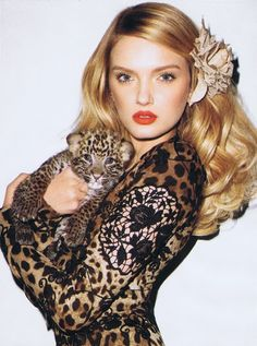 Lily Donaldson in Dolce & Gabbana photographed by Terry Richardson cuddling a baby leopard on the cover of Harper's Bazaar US, January Leopard Fashion, Animal Print Fashion, Fashion Prints, Animal Prints, Safari Fashion, Tom Ford, Major Models, Top Models, Yves Saint Laurent